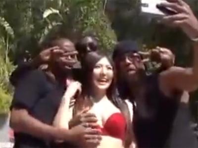 スタイル抜群の美女が黒人の格が違うデカマラで膣奥までピスハメされて本気絶頂