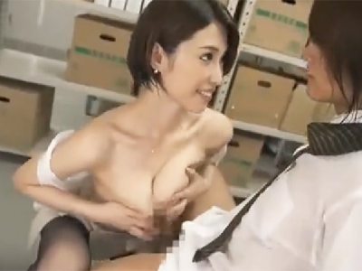 スレンダーな同僚がノーブラ透け乳で誘惑してきてパイズリ大量挟射!
