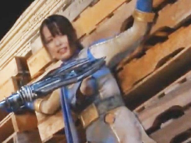 「もうやめて‥」敗北した美少女戦士を凌辱!