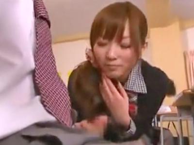 教室で男子に手コキフェラ仕掛けて3P大量顔射に恍惚晒すビッチJK