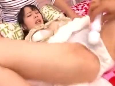媚薬で発情しきったロリカワ美少女が3P激ピスに痙攣ガチイキ!