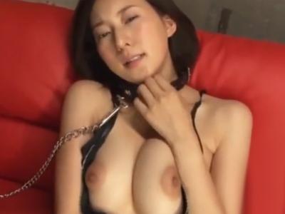 「ぁん…イクぅぅ!」網タイツ美女が電マで発情してカメラ忘れてヨガる!