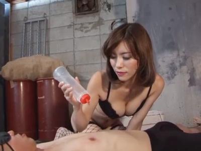 ニップルバイブと膣とオナホの相互攻撃でM男悶絶噴射w
