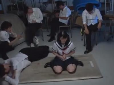 「それ気持ちいい…っ!」学校で同級生たちの肉便器となるむっちり系JK