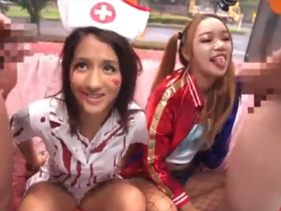 見るからにヤリマン!渋谷でコスプレしてた素人ビッチ2人組のパイパン膣に一斉中出し