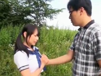 「見られちゃうよぉ…」大草原で制服を剥がれ露出ファックする爆乳JK