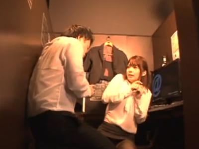 美少女OLがネカフェの個室に押し入られて鬼畜中出しレイプ食らう
