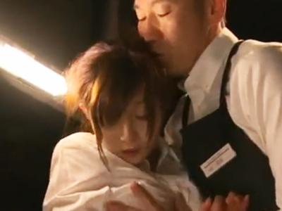 漫喫の激カワバイトさんが店長に個室に連れ込まれて中出しレイプされてしまう