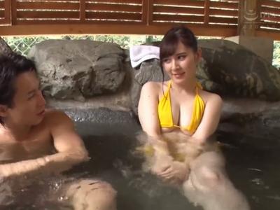 「酔っ払ったのかもぉ…」混浴温泉で寝取られた女たち!男4人に囲まれてイキ狂い乱交