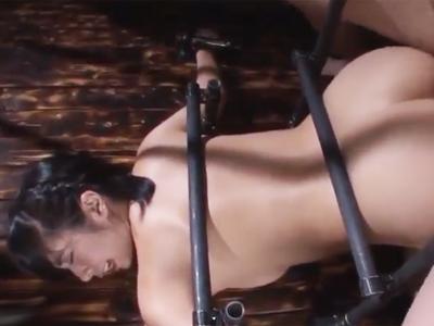 卑猥ながちがち拘束SEXで中出しされるロリ美少女