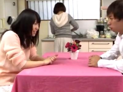 「私も…してもいいよ」友達の彼氏を寝取る黒髪ロリ!見かけによらない痴女プレイで顔射パコ!