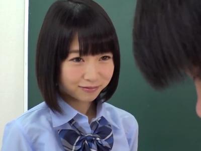 「もぉ~覗きはダメだよ!」変態同級生を慰めるために教室でハメさせてくれる美少女JK