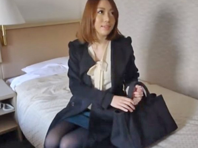 警戒心皆無な素人妻をホテルに連れこんで即日中出しw