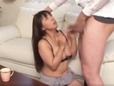 自宅に上がり込んだ男に中出しレイプされた巨乳美熟女!