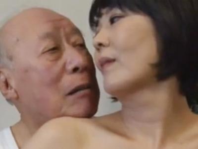 「だめよおじいちゃん‥」年老いた義父に迫られて中出しまでヤられる熟女