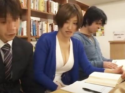 「ちょっ…やめなさい!!」図書室で下着を剝ぎ取られ生徒に犯される女教師