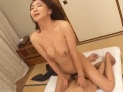 ニップルピアスのド淫乱女と激しい生パコ→勢いのまま中出し!