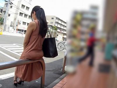 「ちょ!何!?ヤメって!」巨乳を隠すために大きめのワンピースを着た娘を強制レイプ