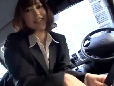 「だめぇ気持ちぃっ!」どうしても車を売りたい女ディーラーに難癖を付けて中出しカーSEX