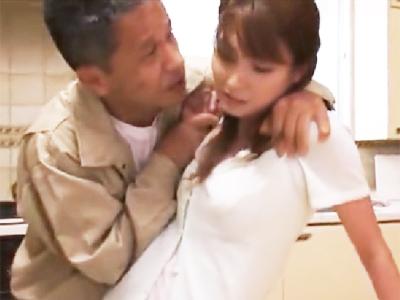 オッサン2人に凌辱されて顔も膣も汚される美女‥