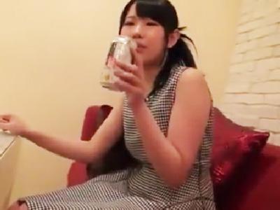 パイパンJDをホテルに連れ込みお酒を飲ませてほろ酔いハメ撮りw
