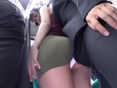 痴漢されたい願望がある痴女がバスで激パコ!他の乗客お構いなしに公開SEX