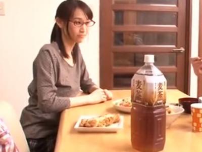メガネ巨乳なお姉さんのパイズリ手コキで大量射精