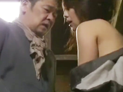 もんぺ着た昭和の妻が小屋の中で激しい不倫セックスをする!