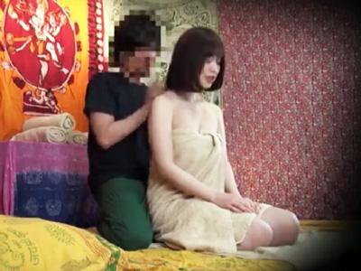 「もう濡れてるのに~」タイ古式施術で騙されて疼きだす美女の痴態w