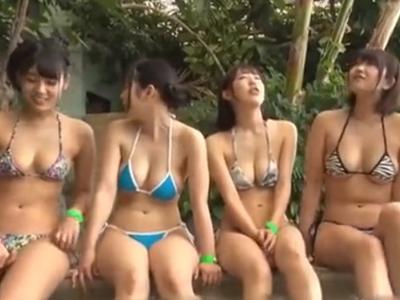 プールで逆ナンパしてきた巨乳痴女集団と中出し乱交展開!
