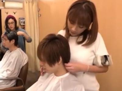 手コキ→生ハメサービスまでしてくれるギャル美容師さん