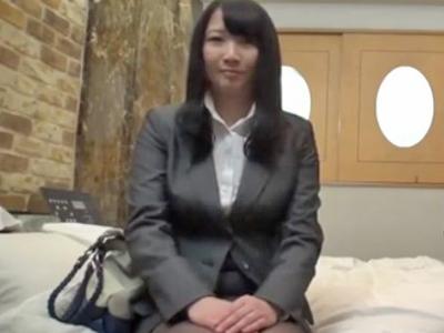 報酬欲しさに同僚とカメラの前で中出しセックスしちゃったOLさん