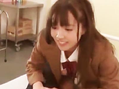 先生を保健室に連れ込み中出しエッチをおねだりする美少女JK