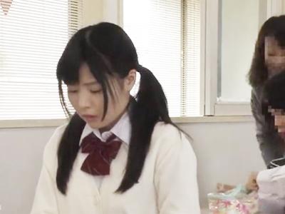清楚JKのアソコはチンポが欲しくてヒクヒク→教室で同級生と欲望SEX!