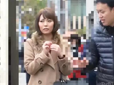 """「変になるぅぅ""""!」S級人妻をナンパ→電マ当てながらハメたらイキまくってるw"""