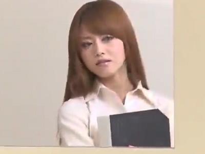 ドSな美人教師がマゾな同僚を性奴隷にして放課後の教室でパコる