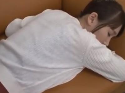 プリケツ晒して寝てるお姉さんはレイプされても文句言えませんw