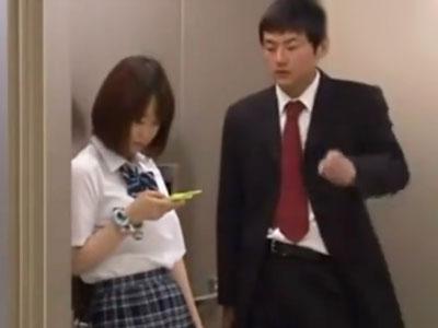 制服美少女JKがエレベーターに挟まってしまい→鬼畜男に狙われ無慈悲な中出し