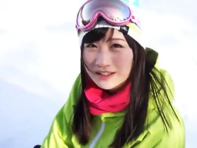 スキー場にいた可愛すぎる神素人娘を口説き落として顔射パコゲットw
