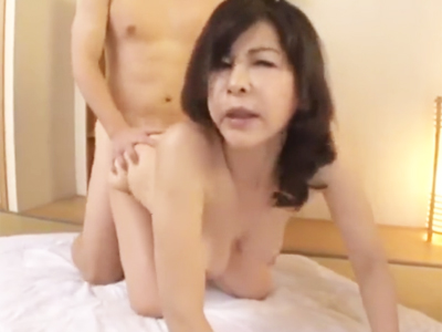 淫乱五十路BBAのムチムチ肉壁に包み込まれて渾身の膣内射精w