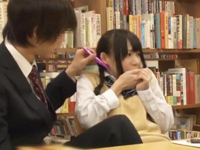 敏感すぎたおさげのロリ美少女JKが図書館で痴漢の愛撫に屈してチンポの侵入許してしまう