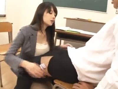 美人巨乳先生のフェラにDKが耐えられるはずもなくあえなく射精!