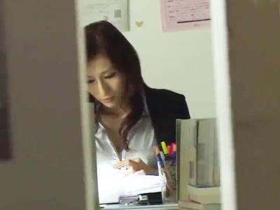 仕事熱心な高潔女教師さんが生徒による裏切りレイプでプライドへし折られてしまう‥