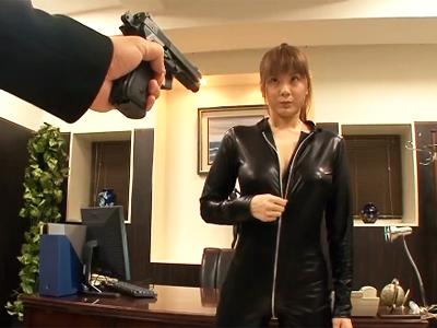 「いやぁたすけてぇ!!」巨乳美女エージェントが敵に捕まってデカチン性拷問!