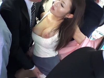 「イっくぅぅ!!」痴漢されて感じちゃってチンポハメされて羞恥心ナシの車内大絶叫www
