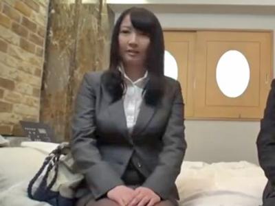 報酬に目が眩んでカメラの前で同僚と中出しセックスしちゃうOLさん