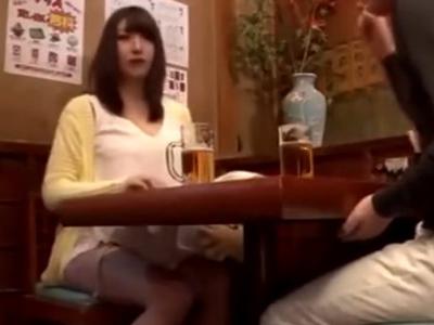 居酒屋でナンパした素人娘を我慢できず便所に連れ込み即パコ!