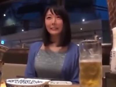 不倫希望の巨乳素人妻を自宅に招いてハメ撮りパコ