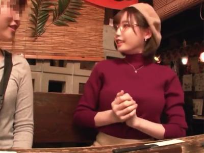 高級レストランばっか行ってて居酒屋初めてな浮世離れセレブ妻に店内フェラさせるw