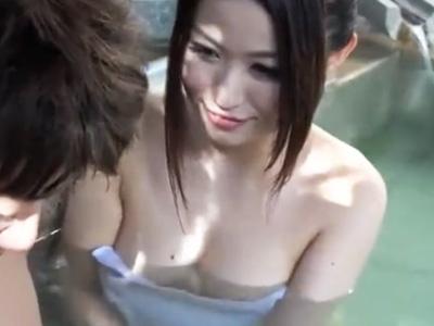 「このおチンチンどうしたい?」混浴風呂でデカチンを発見した爆乳痴女が生ハメ